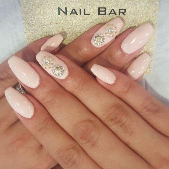 #coffinnails #nails #naildesigns #prettynails #pearls #diamantes #pastelnails