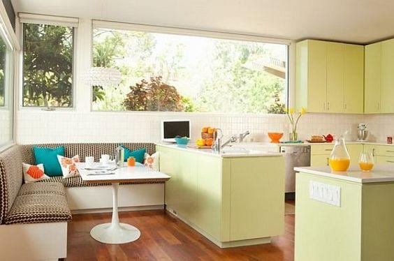 kącik jadalny w pastelowej kuchni