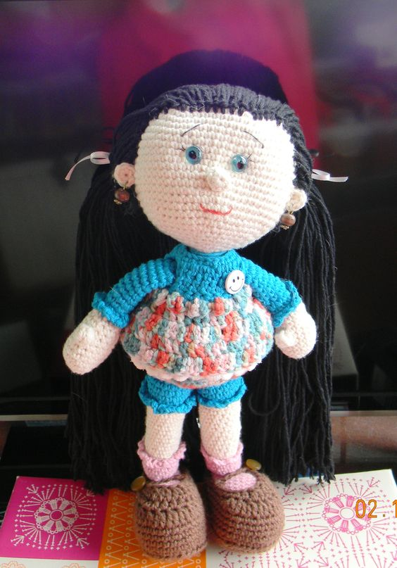 Mi primera muñeca amigurumi :)  http://awesomeneedles.blogspot.com.es/2015/01/patron-gratis-muneca-amigurumi-askina.html