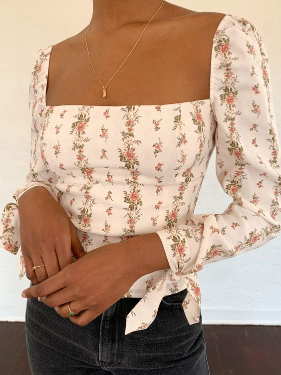 FLORAL TOP DINNER AND A MOVIE VIBES DATE OOTD what to wear on a date | soyvirgo.com