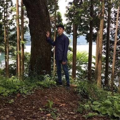 木々に囲まれる八代目市川染五郎のかっこいい画像