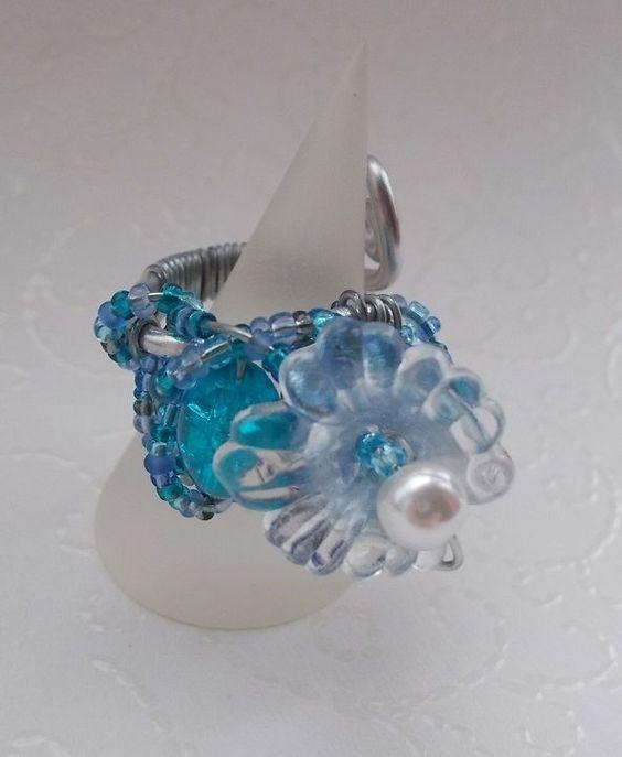 Blauer Glasperlen/Acryl Ring Blütenhauch/Elfe Fee Lilie Blume MAgie ZAuber