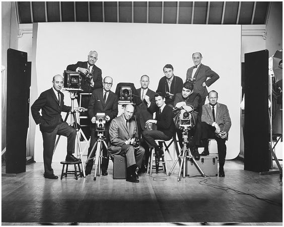 Image from https://pleasurephotoroom.files.wordpress.com/2014/12/l-to-r-self-portrait-with-famous-photographers-january-1964.jpg.