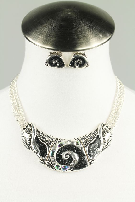 Rhinestone swirl necklace set $22: Necklace Set