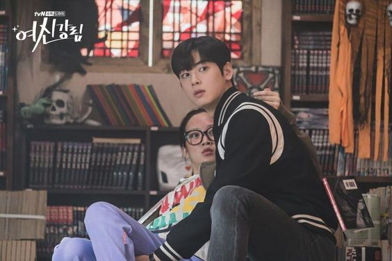 "Cha Eun Woo And Moon Ga Young Share Interesting Moment At Comic Book Store In ""True Beauty"""