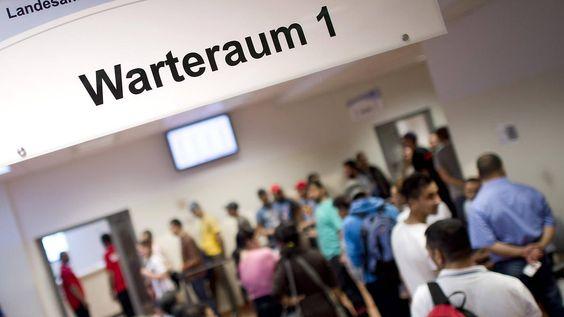 Mehr Sach- statt Geldleistungen: Nahles will Auszahlungen an Asylbewerber kürzen