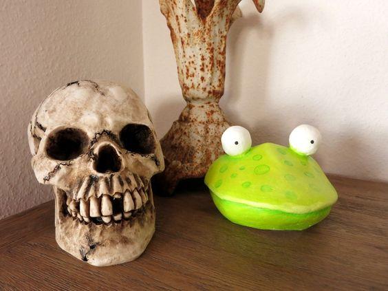 Plastiken - geRIPpe - Die Maske des Todes - Aktion Kunstraub - ein Designerstück von oelprinzessin bei DaWanda