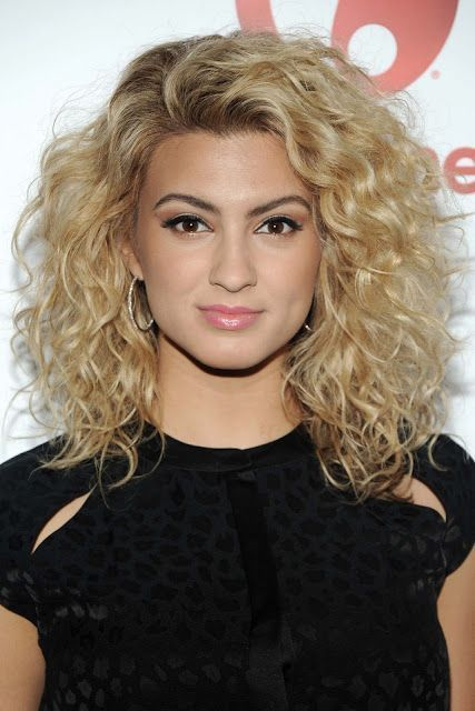 Curls Hairstyles Medium Curls Hairstyles Medium Tori Kelly Hair Medium Hair Styles Curled Hairstyles