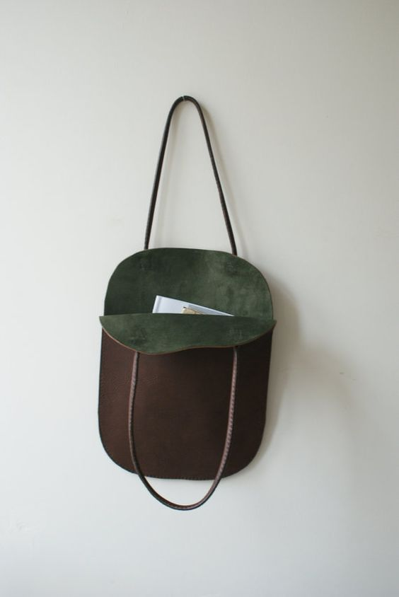 A stunning flat tote with an open top, beautiful and simple....