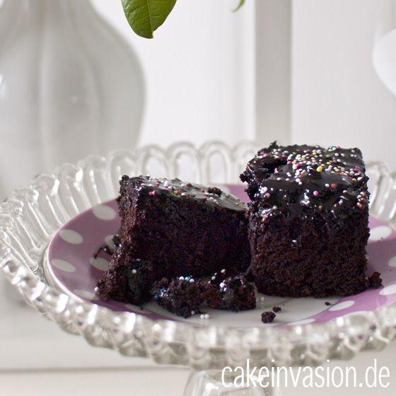 schokokuchen - einfach unschlagbar lecker, auch unter fondant, als cupcakes oder einfach zum sofort wegnaschen! zufällig auch vegan und damit laktosefrei und halal