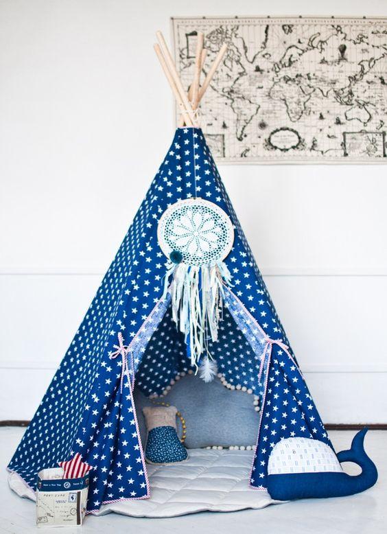 Dieses Tipi ist aus dickem Baumwollstoff gefertigt. Das klassische Modell passt perfekt zu jeder Einrichtung und verschönert Ihr Kinderzimmer. Das kleine Fenster ist ein nützliches Detail beim...
