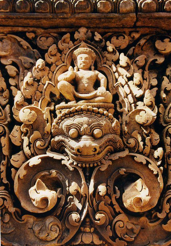 Các họa tiết hết sức độc đáo được khắc tỉ mỉ và rất tinh xảo ở trên đá ong