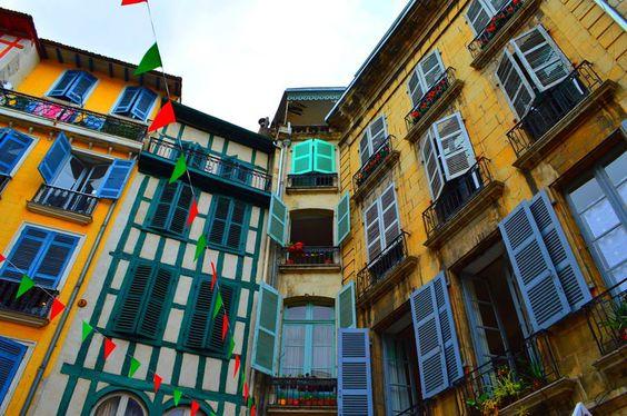 murs bayonnais + couleurs