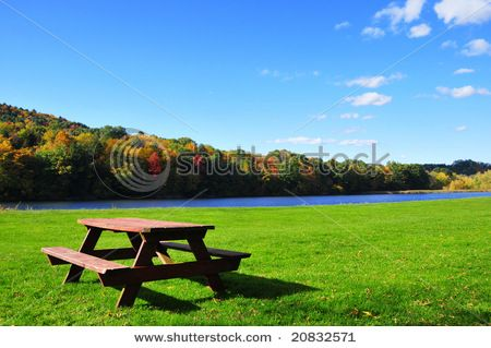 Perfect setting by a lake or river for the perfect familiy/friend (with kids) get together!!