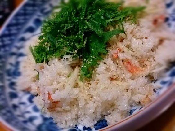 ヒルナンデスで紹介されていたグッチ裕三さんのレシピで。 http://www.ntv.co.jp/hirunan/thursday/cat35/ フライパンでなく、炊飯器で炊いちゃいました、美味しかったです! - 10件のもぐもぐ - グッチ裕三さんの桜えびの炊き込みご飯 by megu6045