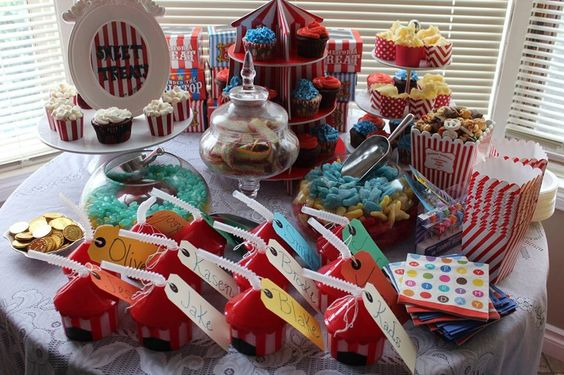 Carnival party | favours & candy table