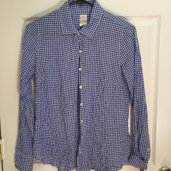 J.Crew Perfect Shirt blue gingham size 0 Perfect casual shirt in crinkle blue gingham. J. Crew Tops Button Down Shirts