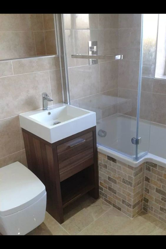 450 basin unit and compact wall hung wc, creates space for a larger L shape bath.