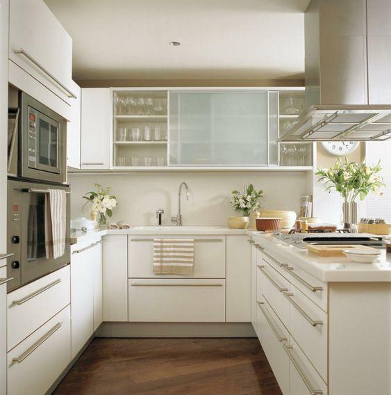 kleine küche minimalismus-küchenstil-glastüren-schrank - laminat für küchen