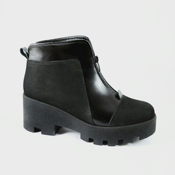 sports shoes tractor-soled for women. Price 81$