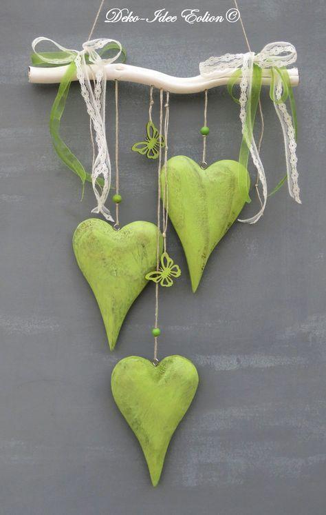 Fensterdeko ♥ ... große Holzherzen und Schmetterlinge ... ♥ ♥ ... Unikat - geliefert wird abgebildeter Artikel ... ♥ **Breite: 29cm, Herz: 10x15cm, längste Länge ab Ast:...