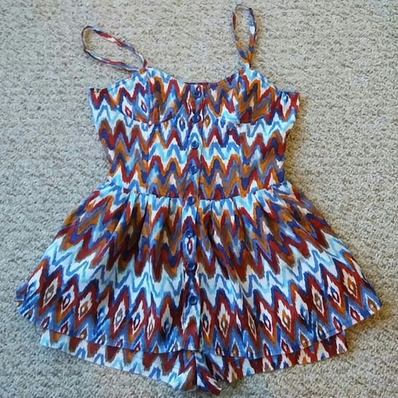 Romper Aztec print, linen like fabric, fits like a small, adjustable straps and zipper in front. Other
