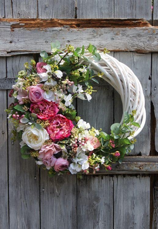 Wianek Na Wszystkich Swietych Szukaj W Google Wreaths And Garlands Flower Arrangements Wreaths