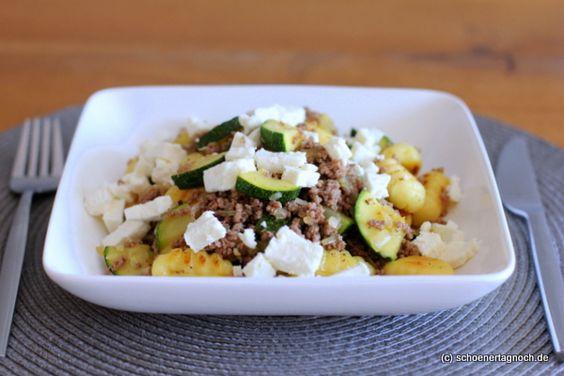 Schöner Tag noch! Food-Blog mit leckeren Rezepten für jeden Tag: Gnocchi-Zucchini-Hackpfanne mit Feta