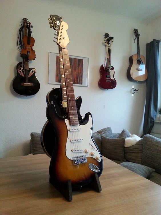 Ständer für zwei Gitarren // double guitar stand