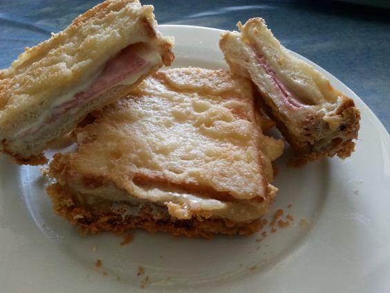 Schinken- Käsetoast im Teig frittiert