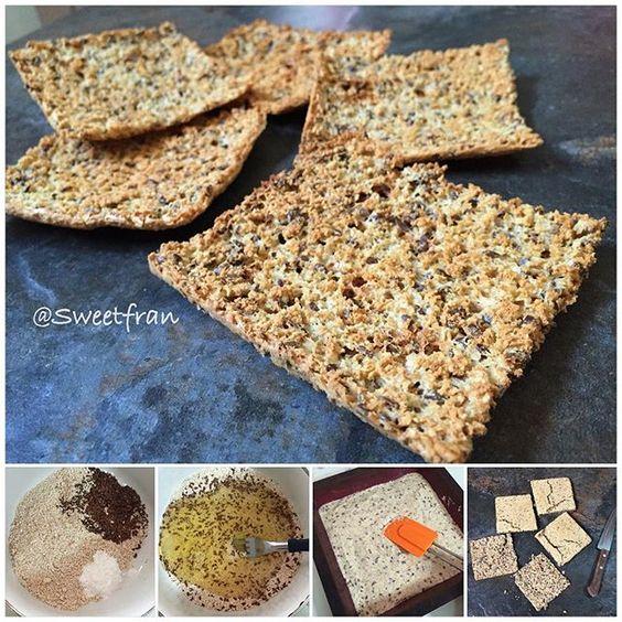 Ya chicos acá les dejo la opción al horno. Ingredientes para 8 tostadas pan. -1/2 taza de avena en polvo (80grs) -4 claras de huevo -2 cdas polvos de hornear. -2 cdas de semillas de linaza (opcional) -condimentos como sal, ajo, oregano, etc (opcional, si quieren pan dulce pueden poner endulzante, canela, etc)  Preparación: 1-En un bowl mezclar bien los ingredientes secos (avena, semillas, polvo, condimentos), luego agregar las claras y con un tenedor incorporar todo, quedara una masa un poco…