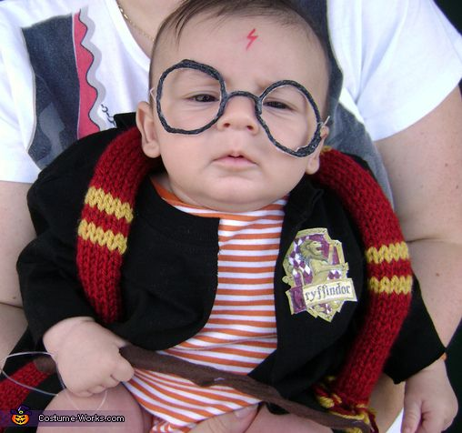 Baby Harry Potter - Homemade costumes for babies- love it!: Baby Harry Potter, Diy Halloween Costumes, Costume Ideas, Harry Potter Halloween, Baby Costumes, Baby Halloween, Homemade Costumes, Harry Potter Costumes