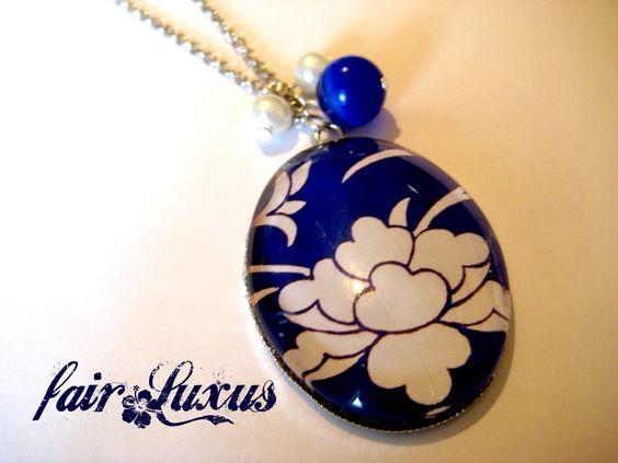 """Wunderschöne, elegante Silberkette mit intensivem """"Porcelain"""" Anhänger, sowie farblich abgestimmten dunkelblauen und weißen Perlen!"""