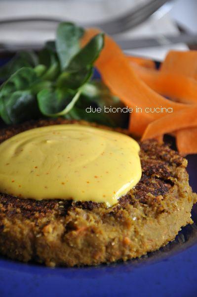 Due bionde in cucina: Hamburger di lenticchie con salsa allo zafferano