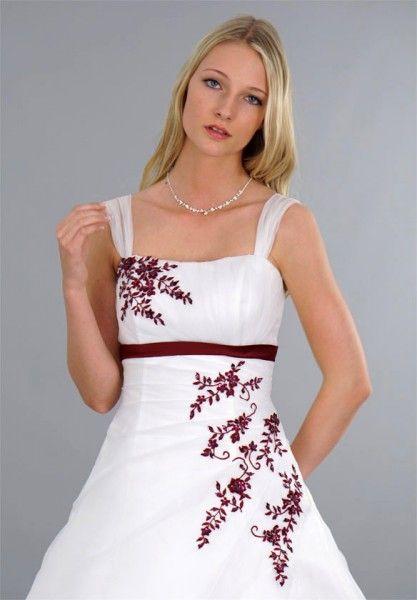 Hochzeitskleid für eine Braut, die eine Hochzeit in weiss-rot ...