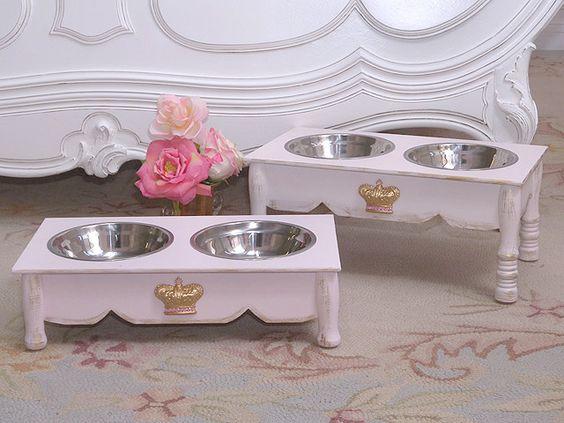 Comedero para mascotas :: Pet feeder  Visto aquí: http://www.thebellacottage.com/