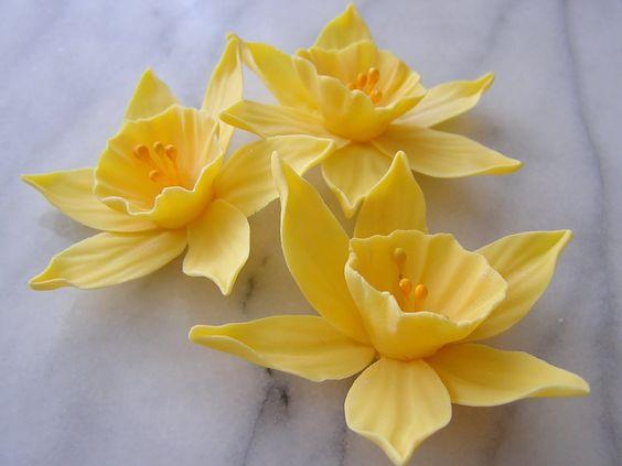 gum paste daffodils