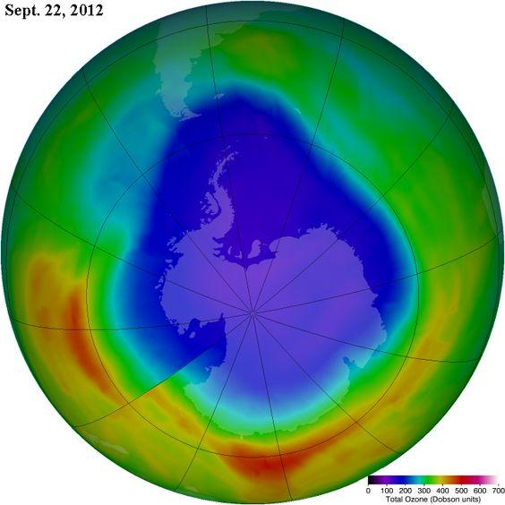El agujero de ozono alcanzó su tamaño máximo el 22 de septiembre, alcanzando una superficie de 21,2 millones de kilómetros cuadrados. Éste áreaes es similar a la de EEUU, Canadá y México juntos.   En esta fotografía se pueden ver las dimensiones del agujero en ese día.