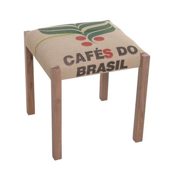 Cafés do Brasil. Estrutura em madeira maciça e revestida com material eco-friendly, usado nas sacas de café em grãos. Ideal para uso residencial ou comercial.