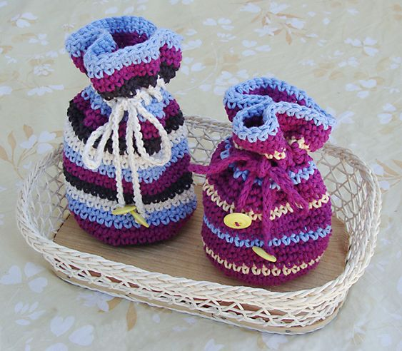THUMBS UP:  This pattern is very similar to the one I use (and sell the sachets in my ETSY shop.)  Very simple pattern - Very cute! Lovin' it.    Crochet Gift Bags with Drawstring...  fill with small bangles for girls...  or marbles for boys...