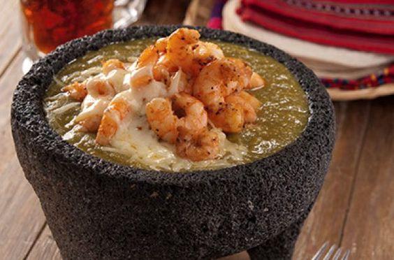 Molcajete de camarones en salsa verde/ Editorial Mango