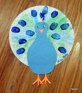 Peacock Craft made coffee filters and constuction paper.  Repin  Super cute and have all the items for it , might do this tomorrow w her :) Think I will do this with a turkey and repeat in the spring ne