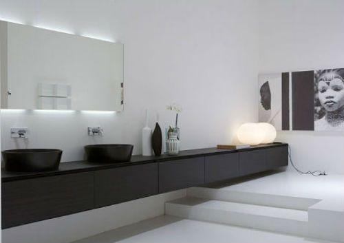 Grijze Faience Badkamer ~ Strakke badkamer met langwerpige badmeubel  Interieur inrichting