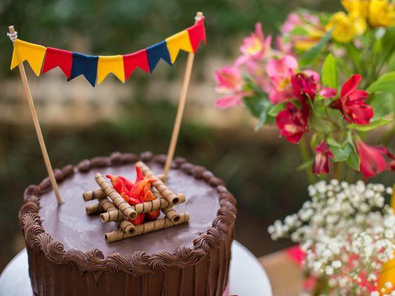 """Essa época de festas juninas é uma delícia! E para quem está a fim de colocar os pequenos no clima dos """"arraiás"""", separamos essa inspiração super fofa! As:"""