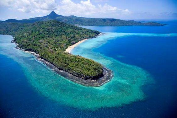 Mayotte : Ensemble d'Iles volcaniques dans l'archipel des Comores, entre l'équateur et le tropique du Capricorne, à l'entrée du canal Mozambique à mi-chemin entre l'Afrique et Madagascar (8000 kms de la métropole) Les plus beaux coins de France: