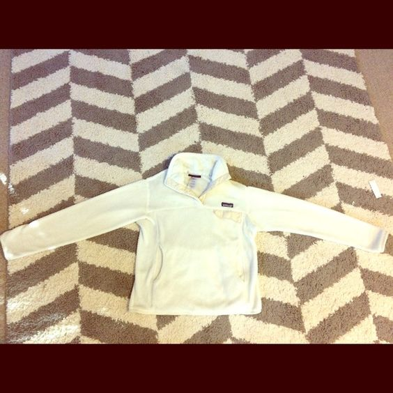 Patagonia Pullover Women's Small Women's soft and warm Patagonia pullover. In very good used condition. No holes or stains. From a smoke free home. Size small. Patagonia Jackets & Coats