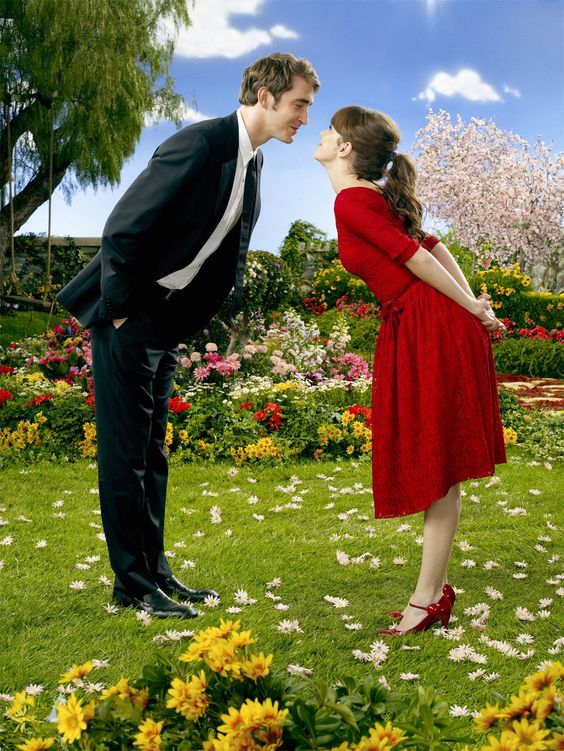 Pushing Daisies. Miss this show. She's so cute. And he's so cute. Oh Ned. You and your fluffy eyebrows.