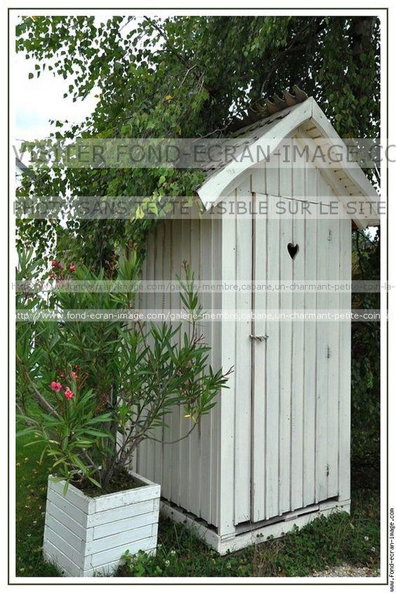 Cabane un charmant petite coin la cabane au fond du jardin for Au coin du jardin