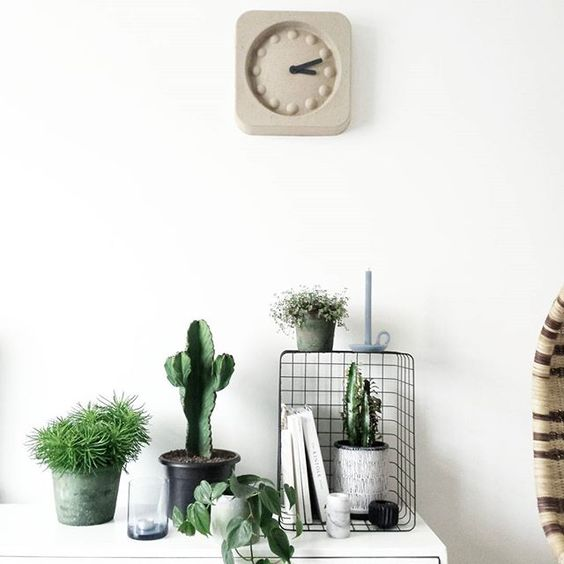 Styling inspiration by @milou_nieuwenhuis using Sostrene Grene wire basket.