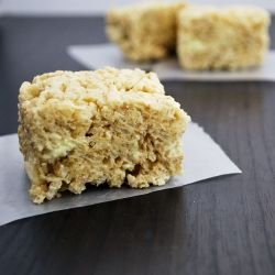 Pina Colada Rice Krispy Treats - the no bake tropical treat!